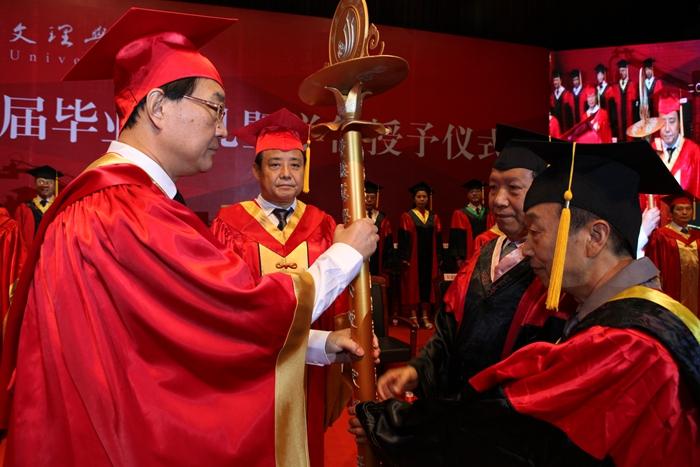 学校隆重举行2016届毕业生毕业典礼暨学士学位授予仪式